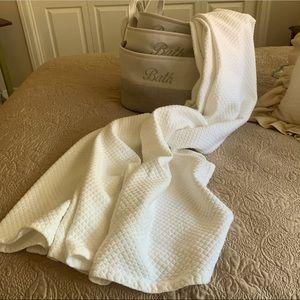 NEW Shower Curtain. Wamsutta. 72x72 White Mattlase